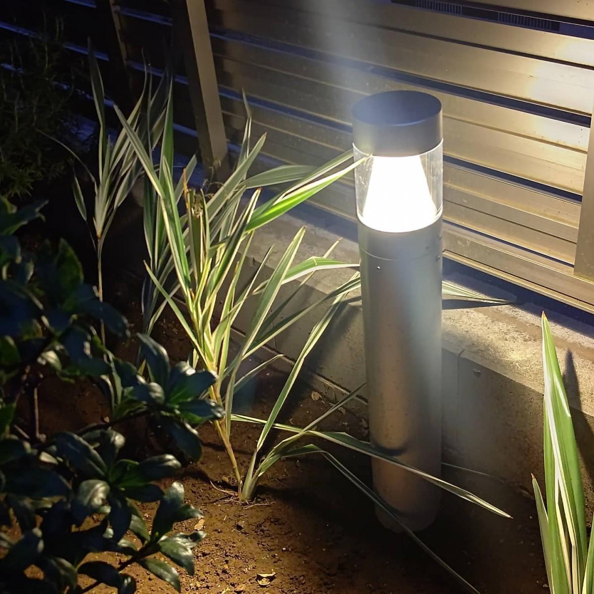 冠水した灯具の交換、無事完了しました。2ヶ月待ちと聞いていた灯具も2週間ほどで入ってよかった。黄昏時の施工、圧着中に活線になるとわかってても驚くね。#ガーデンライト #庭園灯 #ポールライト #コイズミ #外構 #LED #かっこいい #照明器具 #漏電 #冠水 #電気工事 #リフォーム工事 #防犯設備 #オザワデンキ #有限会社小沢電機商会 #品川区大崎